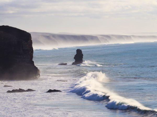 Wenn mal wieder ein großer Swell  in Arrifana ankommt.    by…