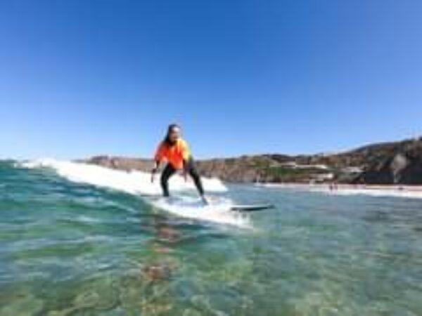 Kleine Wellen? Großer Spaß!  Sonnenschein und klares blaues…