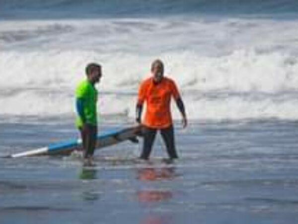 Good vibes only!  Die wichtigste Regel beim surfen : Have f…